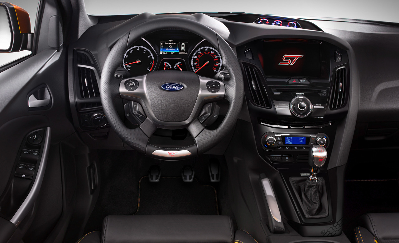 Does the 2012 focus st come with a automatic transmission or manual transmission
